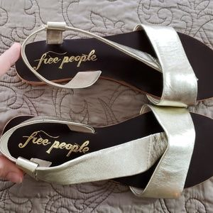Free People Gold Thong Sandals Flats Size 9